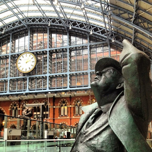 Photo taken at London St Pancras International Railway Station (STP) by C.C. C. on 11/26/2012