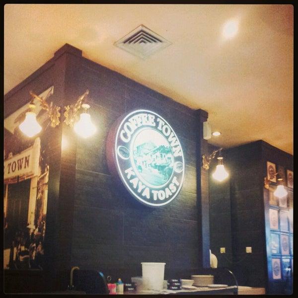 Photo taken at Coffee Town Kaya Toast by Ayumi on 4/23/2013