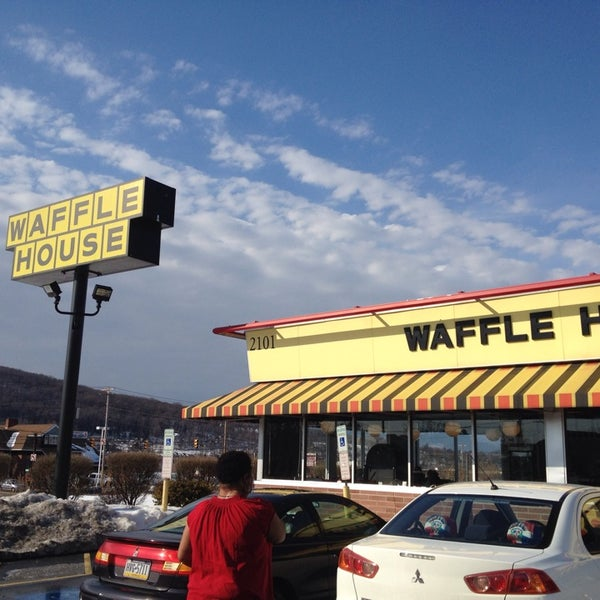 Photo taken at Waffle House by Al D. on 2/23/2014