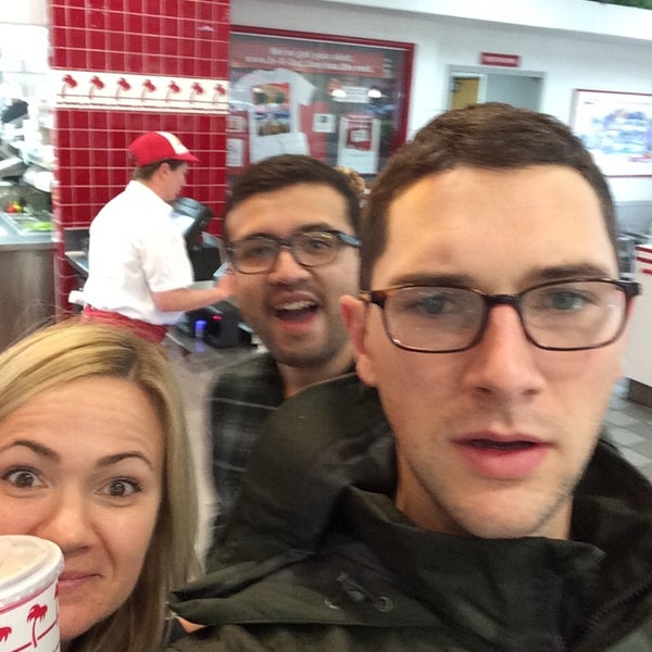 Photo taken at In-N-Out Burger by Chris on 12/2/2014