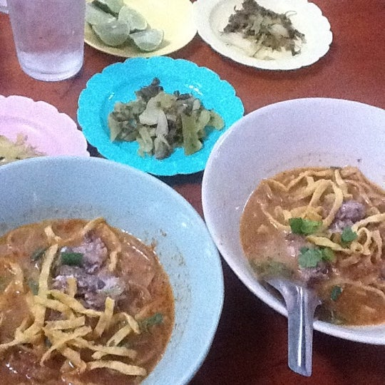 Photo taken at Kao Soi Lamduan Fa Ham by ปุสดา โ. on 12/8/2012