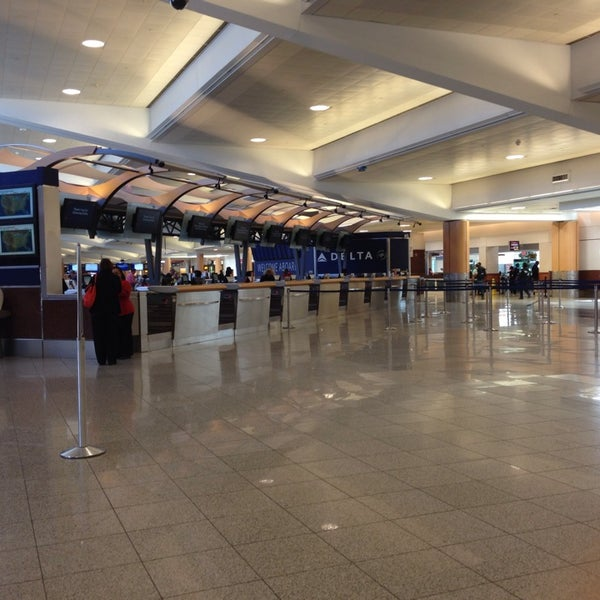 Photo taken at Hartsfield-Jackson Atlanta International Airport (ATL) by Melissa Q. on 4/16/2014