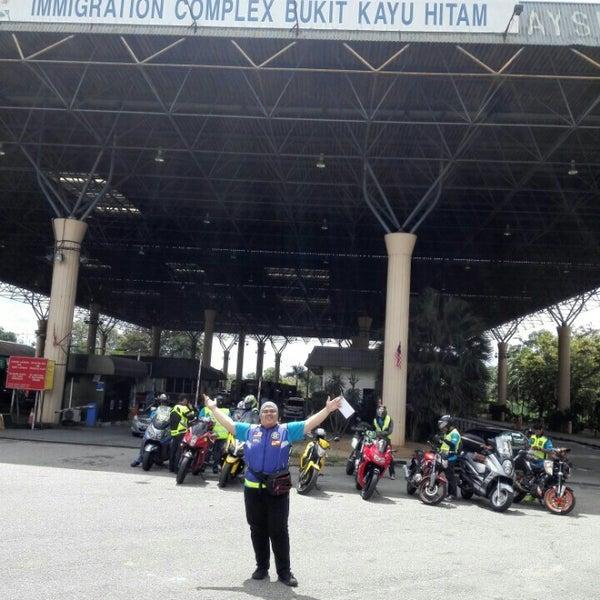 Photo taken at Bukit Kayu Hitam Immigration Complex by Muhammad Nur I. on 11/7/2015