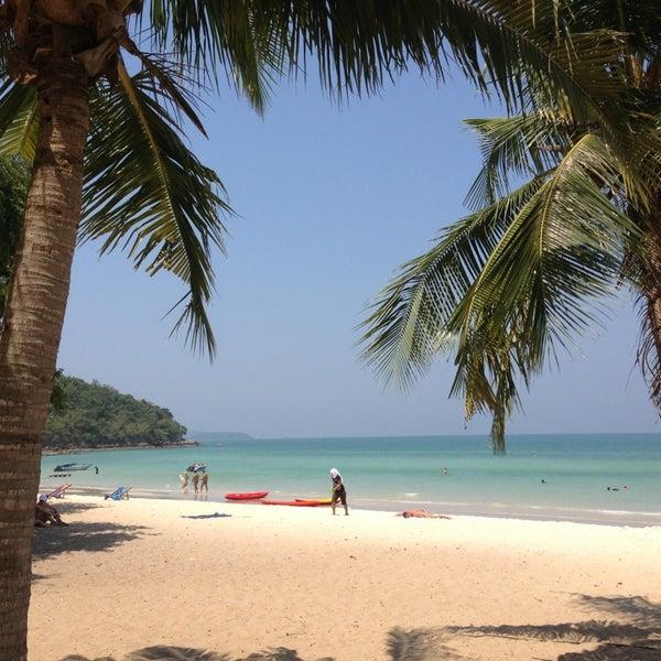 Photo taken at หาดทรายแก้ว (Sai Keaw Beach) by Olena Y. on 3/26/2013