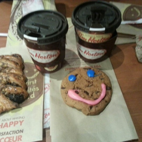 Photo taken at Tim Hortons by Eloisa M. on 9/21/2012