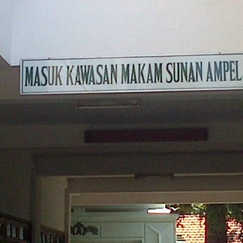 Photo taken at Kawasan Wisata Religi Makam Sunan Ampel by Nuri F. on 8/11/2013