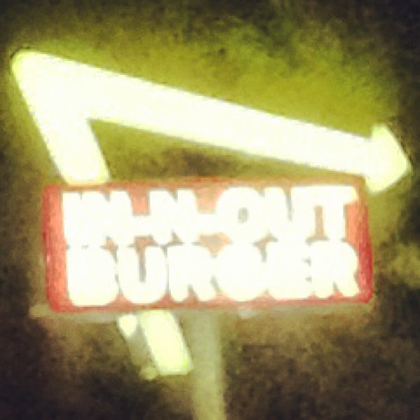 Photo taken at In-N-Out Burger by ʇɹǝql∀  ɹ. on 4/2/2013