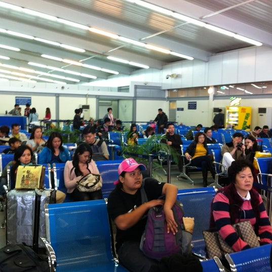 Photo taken at Taipa Ferry Terminal | Terminal Marítimo de Passageiros da Taipa | 氹仔客運碼頭 by JK on 12/10/2012