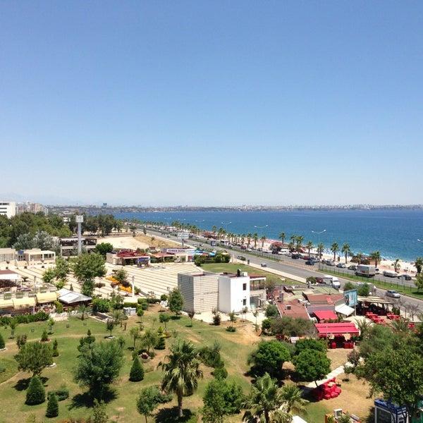 6/21/2013 tarihinde Pinarziyaretçi tarafından Sea Life Resort Hotel'de çekilen fotoğraf