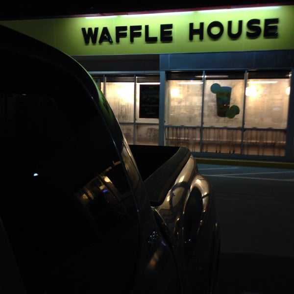 Photo taken at Waffle House by Clay M. on 8/10/2014