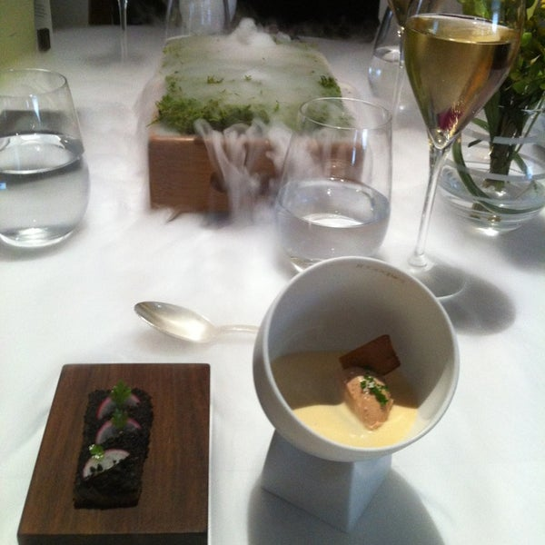 Photo taken at The Fat Duck Restaurant by Mariella on 6/1/2013