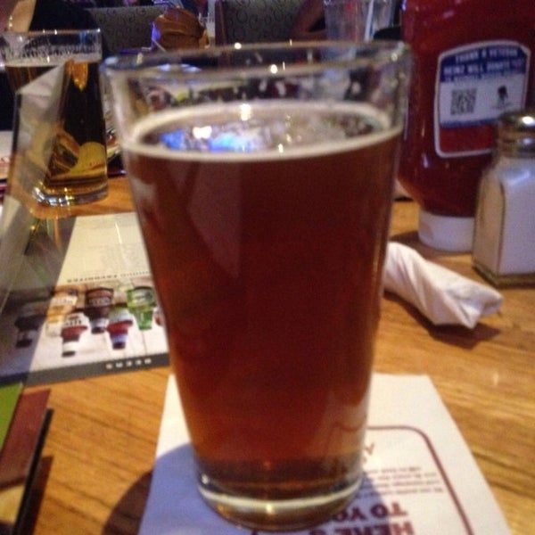 Photo taken at Applebee's by Scott W. on 11/15/2014