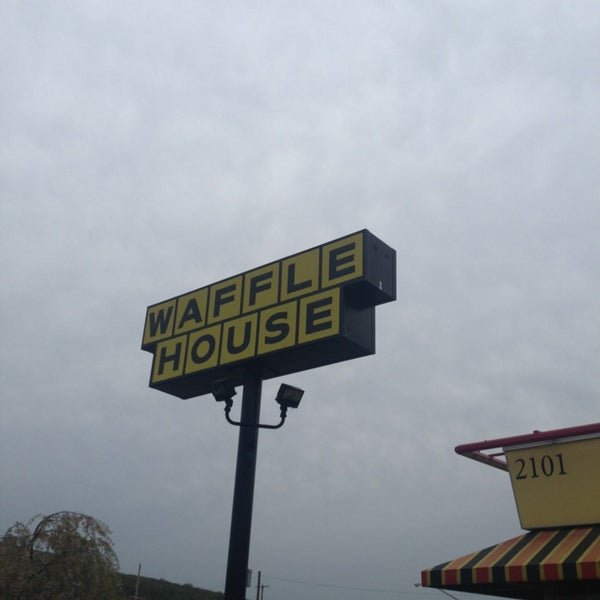 Photo taken at Waffle House by Grizzly B. on 4/28/2013