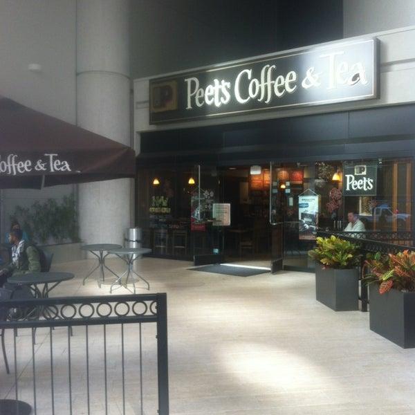 Photo taken at Peet's Coffee & Tea by Darren N. on 11/24/2013