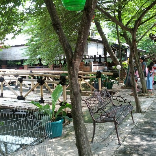 Photo taken at Pondok Laras by Moefid T. on 11/15/2012