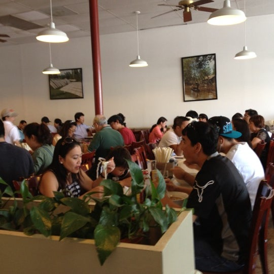 Photo taken at Pho 75 by Alice Y. on 6/17/2012