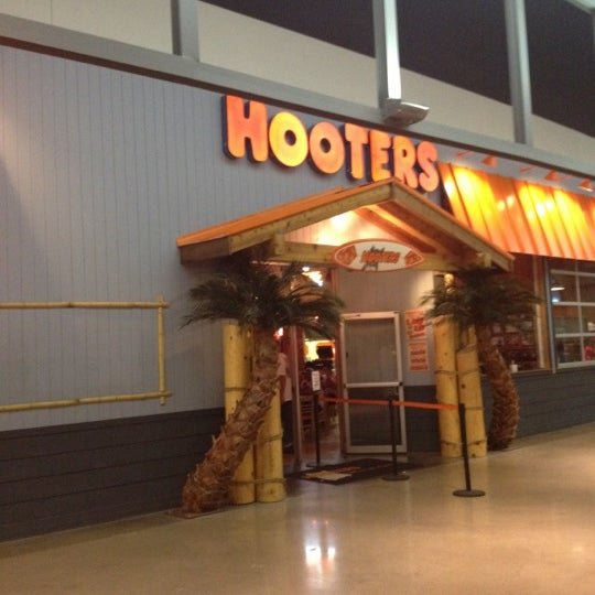 hooters east bloomington minneapolis mn. Black Bedroom Furniture Sets. Home Design Ideas