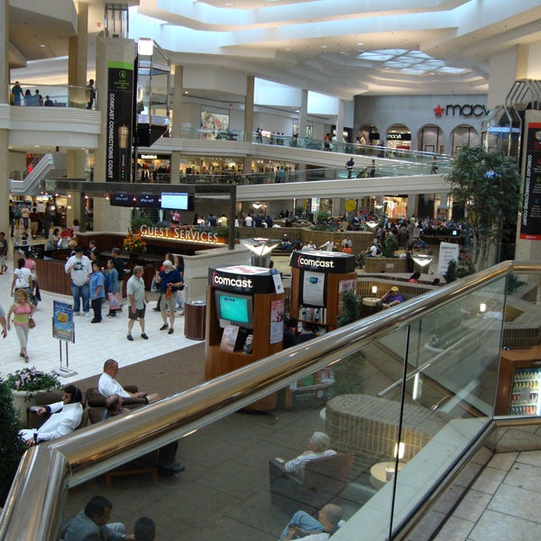 Photo taken at Woodfield Mall by Frie'd S. on 12/20/2012
