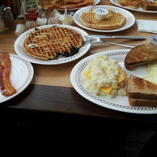 Photo taken at Waffle House by Jenessy A. on 11/15/2012