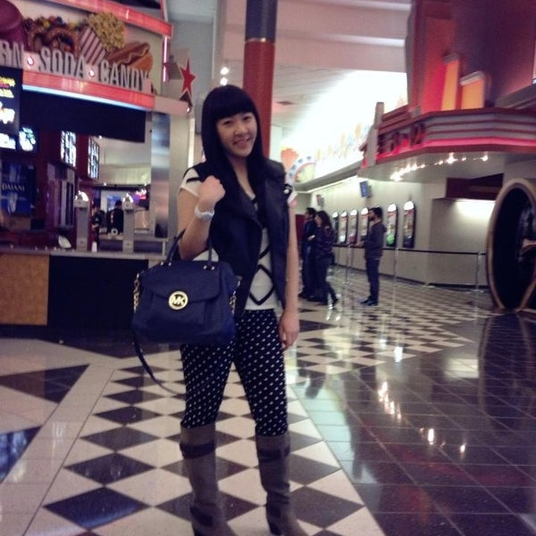 Photo taken at AMC Loews Palisades Center 21 by Jessica N. on 1/13/2013