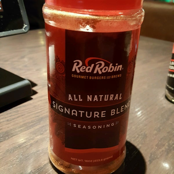 Photo taken at Red Robin Gourmet Burgers by Mike K. on 10/14/2016