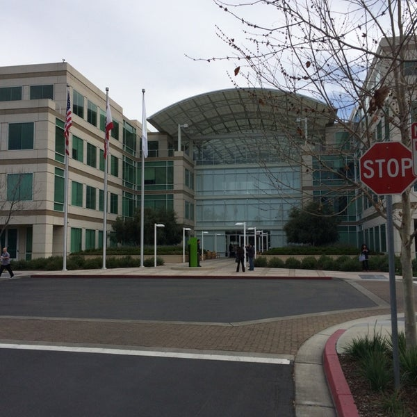 Photo taken at Apple Inc. by eric c. on 3/14/2014