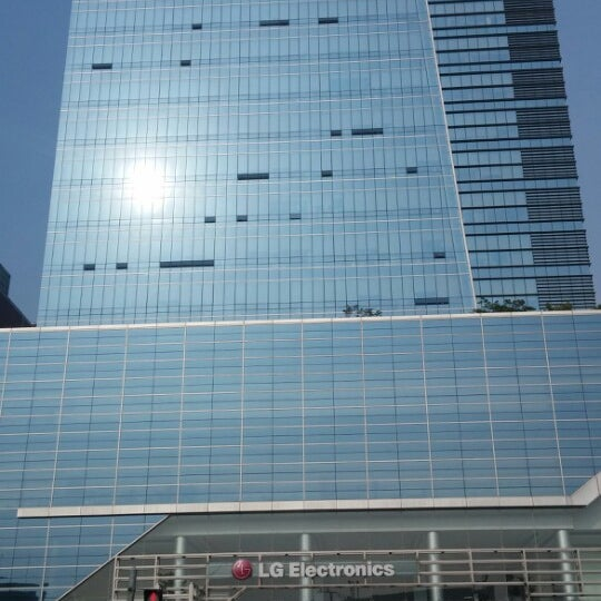 Photo taken at LG전자 가산 R&D 캠퍼스 (LG Electronics Gasan R&D Campus) by Bruno B. on 5/28/2014
