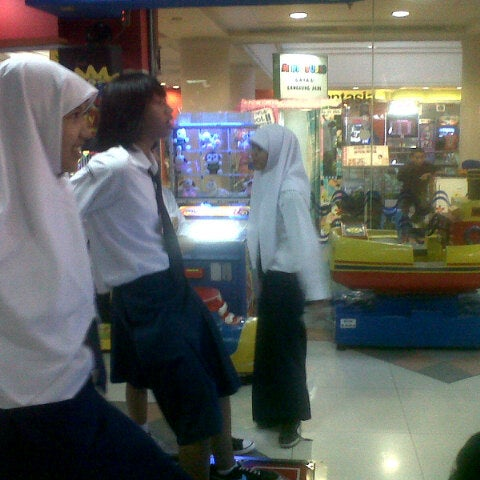 Photo taken at Galeria Mall by Arsa Z. on 1/7/2013