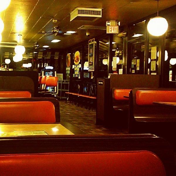 Photo taken at Waffle House by Dewayne C. on 9/7/2013