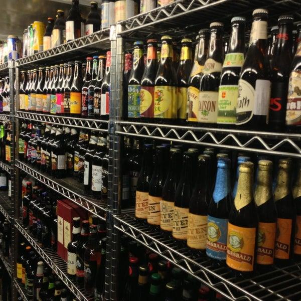Considero o melhor lugar do Brasil para beber cerveja. Excelente variedade e preço. Chopp são >25 trocando os tipos com freqüência. Cervejas >600. Algumas geladas, outros pode pedir para gelar e tomar