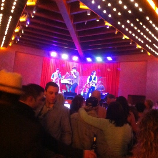 Photo taken at Bar Louie Mohegan Sun by Marina M. on 11/4/2012