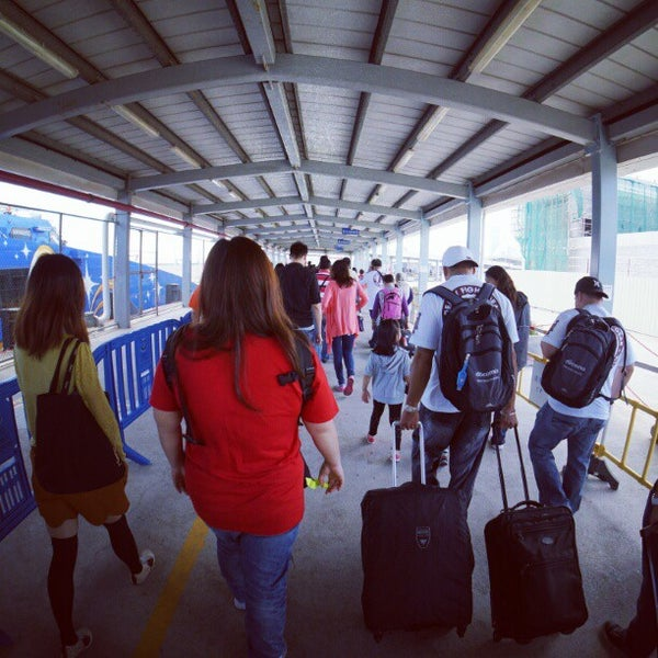 Photo taken at Taipa Ferry Terminal | Terminal Marítimo de Passageiros da Taipa | 氹仔客運碼頭 by sandwiz on 11/25/2012