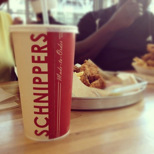 Photo taken at Schnipper's Quality Kitchen by B G. on 5/17/2012