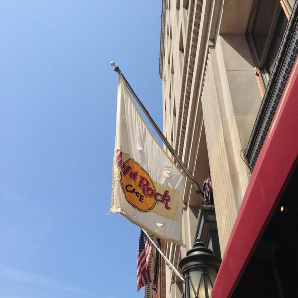 Photo taken at Hard Rock Cafe Washington DC by K on 6/1/2013