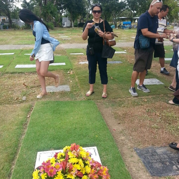 Photo taken at Manila Memorial Park by Popi G. on 2/14/2015