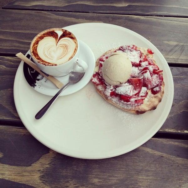 White chocolate and Strawberry pizza. Mmmmmm..