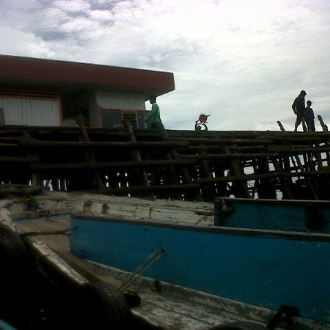 Photo taken at Pelabuhan Speedboat Kampung Baru by Paula J. on 11/21/2013
