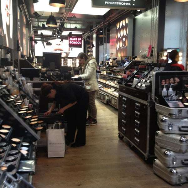 Photo taken at Sephora - Soho by Kalliane C. on 3/7/2013