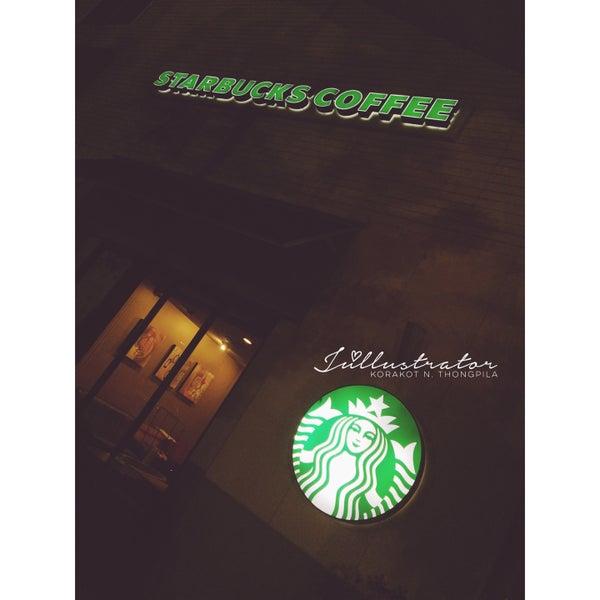 Photo taken at Starbucks by Júllustrator on 3/12/2016