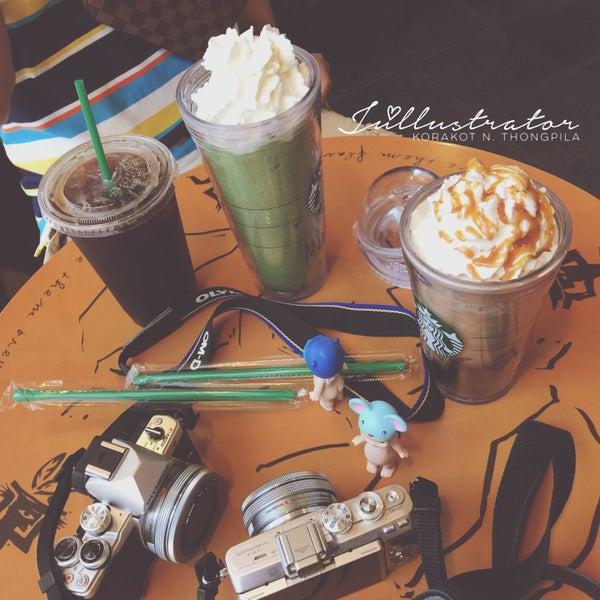 Photo taken at Starbucks by Júllustrator on 4/15/2016