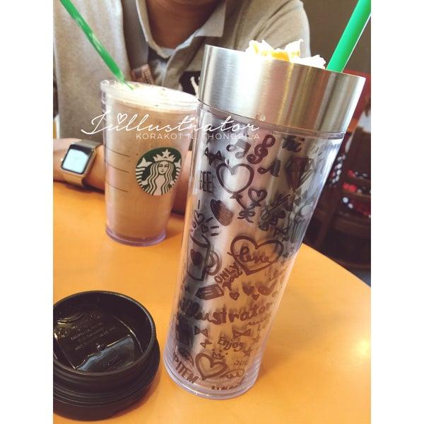Photo taken at Starbucks by Júllustrator on 3/5/2016