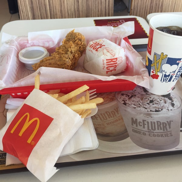 Photo taken at McDonald's by Jervis B. on 5/15/2015