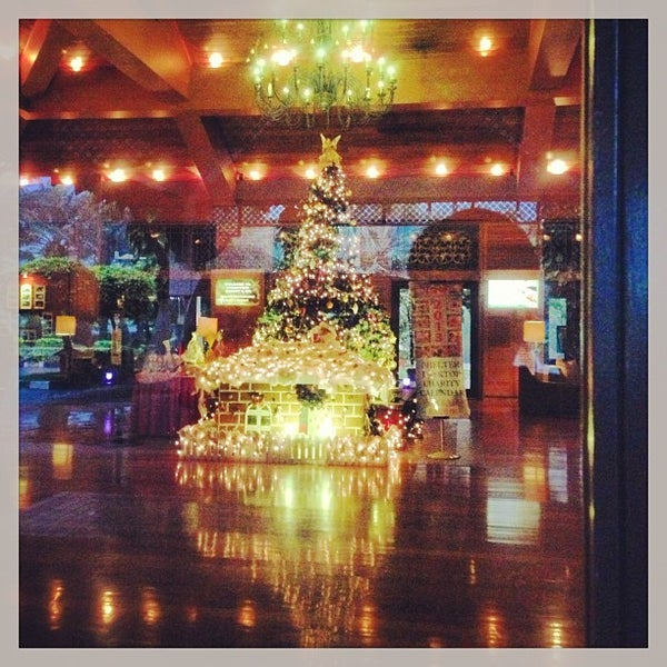 Photo taken at Cyberview Lodge Resort & Spa by Oswald P. on 12/16/2012