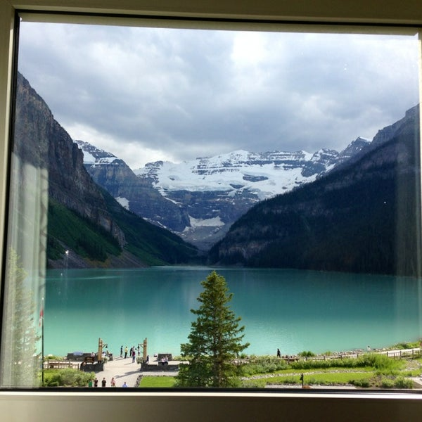Where's Good? Holiday and vacation recommendations for Lake Louise, Canada. What's good to see, when's good to go and how's best to get there.