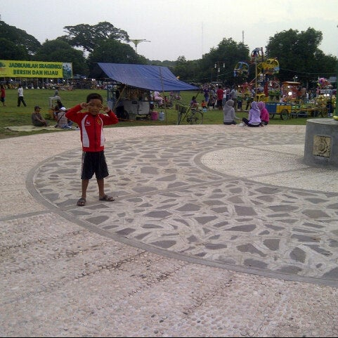 Photo taken at Alun - Alun Sragen by Della A. on 2/25/2013