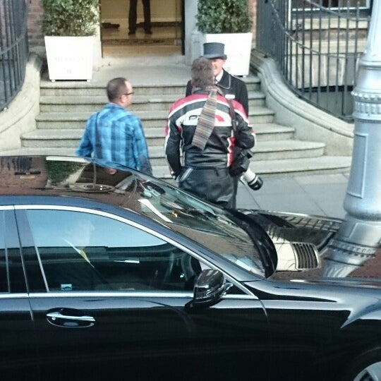 Photo taken at Merrion Hotel by Claudia on 9/30/2014