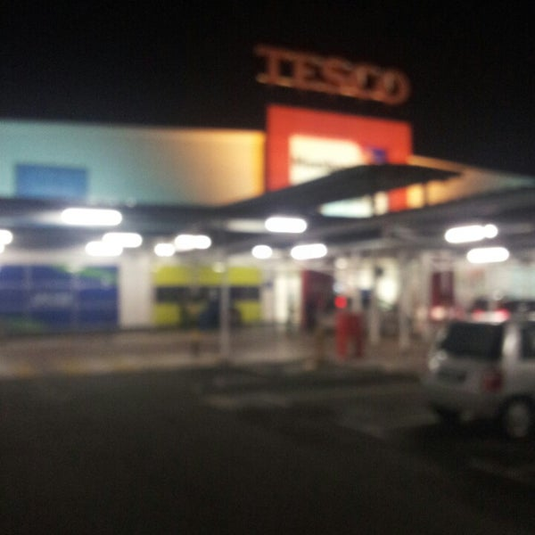 Photo taken at Tesco by Norzehan S. on 5/15/2013