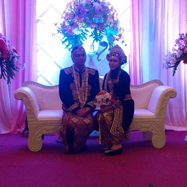Photo taken at Hotel Gajahmada Graha by Wirawan H. on 8/23/2014