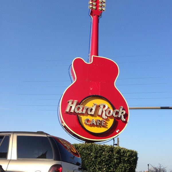 Photo taken at Hard Rock Cafe Nashville by Andy C. on 4/5/2013