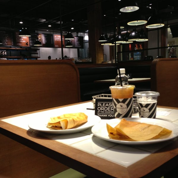 Photo taken at Vanilla Crepe Cafe by Mcsilk on 2/10/2013